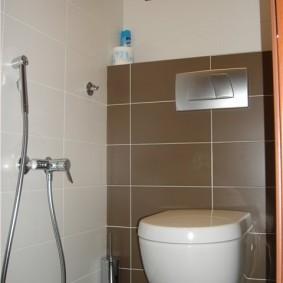 Гигиенический душ в маленьком туалете