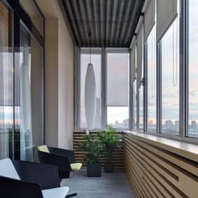 Дизайн балкона с рулонными шторами открытого типа