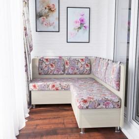 Угловой диванчик на лоджии квартиры