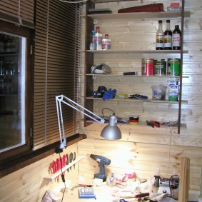 Мастерская моделиста-конструктора на застекленном балконе