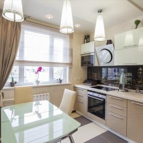 Светлая кухня в квартире панельного дома