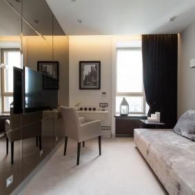 Глянцевая мебель в небольшой гостиной