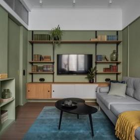 Открытый стеллаж в маленькой комнате