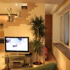 Реальное фото гостиной комнаты в двушке