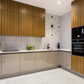 Стильная кухня в доме панельного типа