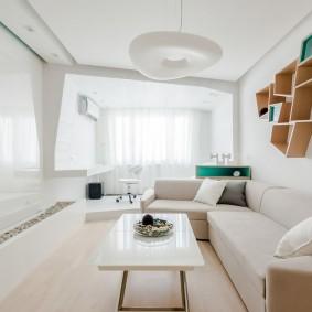 Оригинальные полочки над диваном в гостиной