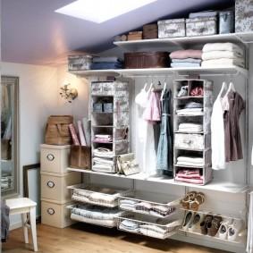 Фотография примера комплектации девчачьей гардеробной