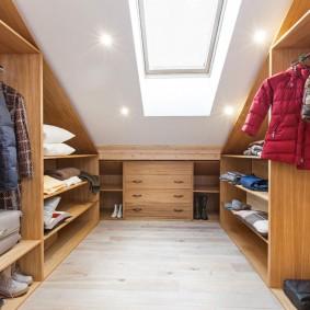 организация гардеробной в мансардном помещении