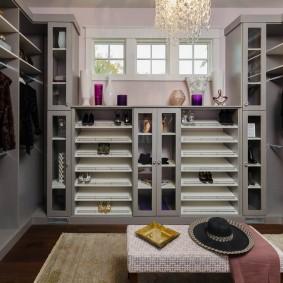 Наполнение гардеробной комнаты в частном доме