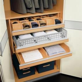 Удобные полочки для хранения мелочевки