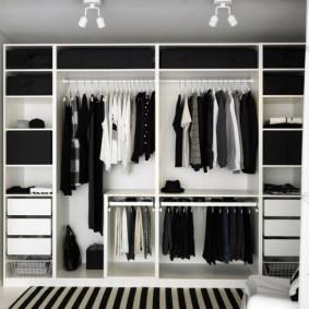 Открытый гардероб линейной планировки