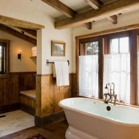 Интерьер ванной в деревянном доме