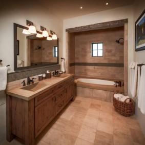 Коричневая плитка на полу в ванной комнате
