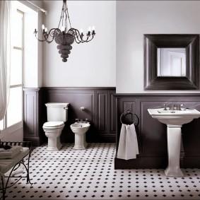 Деревянная отделка стен в просторной ванной