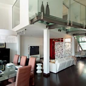 Несущая колонна в квартире с двумя этажами