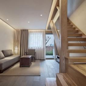 Маршевая лестница с деревянными ступенями