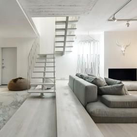 Зонирование квартиры-студии с помощью дивана