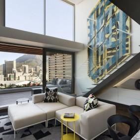 Большие окна в квартире с двумя уровнями