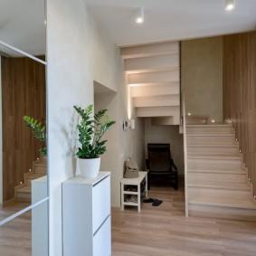 Входная зона двухэтажной квартиры