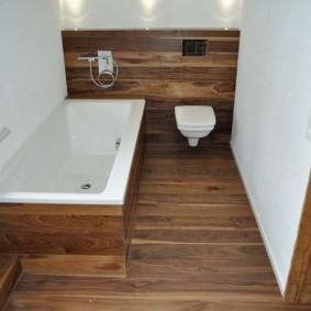 Интерьер ванной комнаты с контрастной отделкой