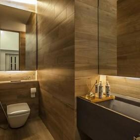 Ванная комната с отделкой панелями под дерево