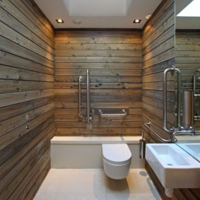 Освещение в ванной с ламинатом на стене