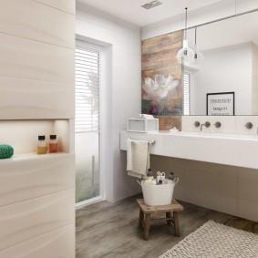 Ниша для туалетных принадлежностей в ванной комнате