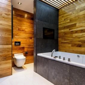 Декор рейками потолка в ванной