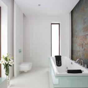 Плитка под ржавый металл на акцентной стене ванной