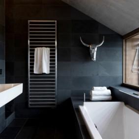 Ванная в темных тонах в стиле минимализма