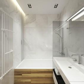 Узкая ванная комната в трехкомнатной квартире