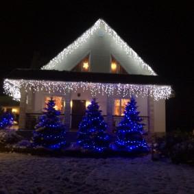 Новогоднее освещение дачного домика своими руками