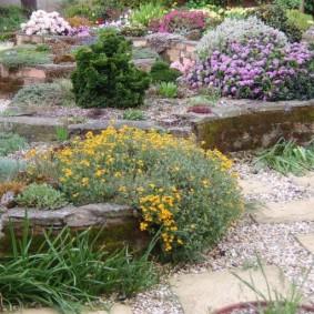 Садовые клумбы с бордюрами из камней