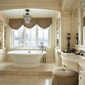 Красивые шторы в ванной комнате