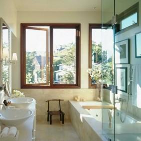 Две раковины на столешнице в ванной