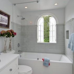 Стильная ванная комната с нарисованным окном