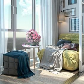 Удобное кресло на панорамном балконе