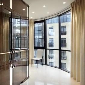 Плотная штора на панорамном окне