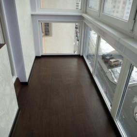 Ламинированный пол на теплом балконе