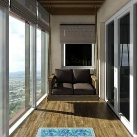 Подвесной диванчик на лоджии с большими окнами