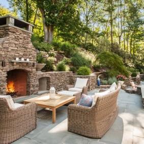 Внутренний дворик с печью-камином