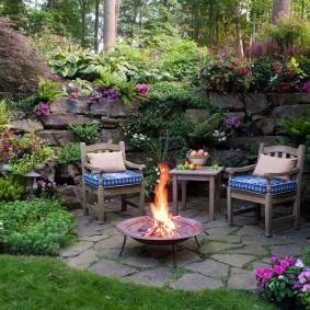 Уютное патио в укромном уголку сада