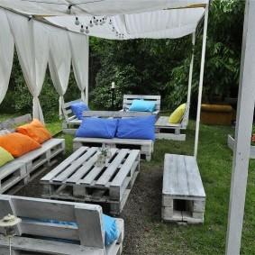 Садовая мебель из деревянных поддонов