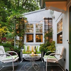 Место для отдыха на заднем дворике
