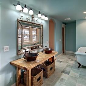 Плетенные корзины под умывальником в ванной