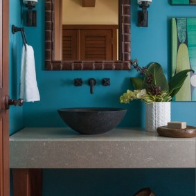 Накладной умывальник в ванной сельского дома