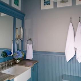 Уютная ванная в загородном доме
