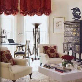 Бардовые шторы с красивыми складками
