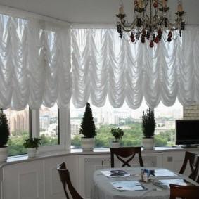 Белые шторы с пышными сборками