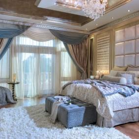 Мягкая обивка стены над изголовьем кровати